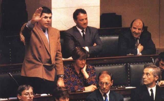 Dewinter va jurar el seu càrrec al parlament amb una salutació nazi.