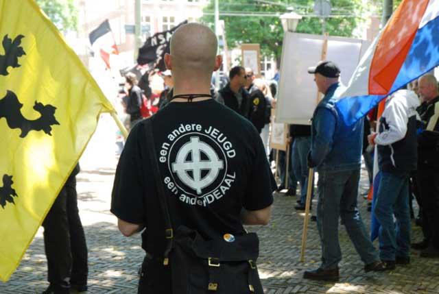 Un militante de una organización juvenil del entorno del VB.