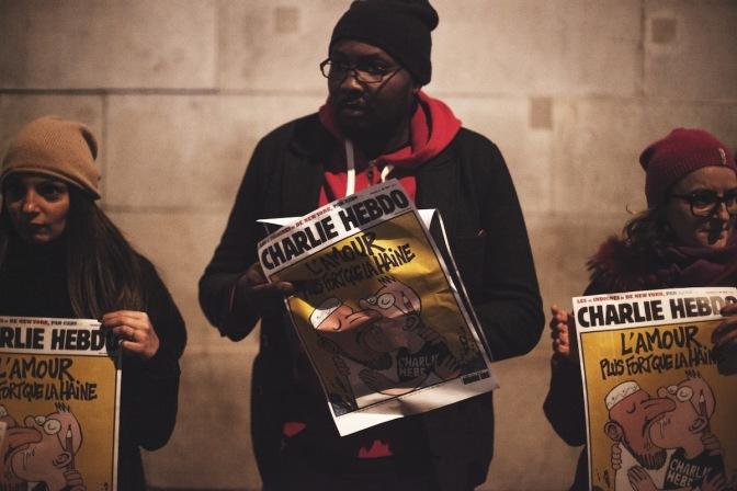 Condenamos los asesinatos de París: No dejemos que los racistas y fascistas nos dividan