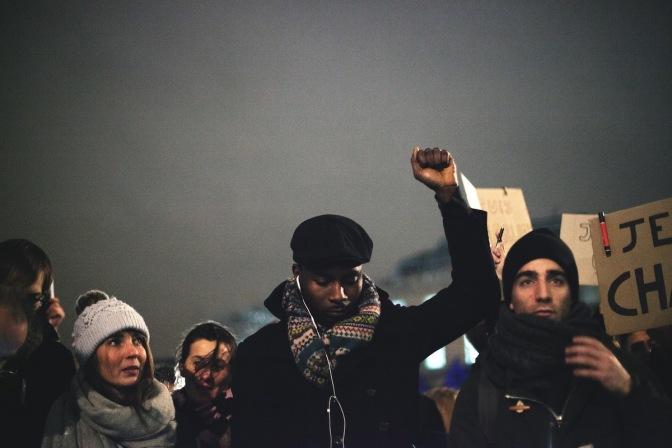 Condemnem els tirotejos de París: No deixem que els racistes i els feixistes ens divideixin