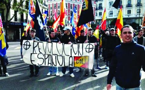 L'ara vicepresident de DN, Pedro Chaparro, a la dreta, encapçalant una manifestació de DNJ.